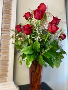 Sophisticated Dozen Red Roses